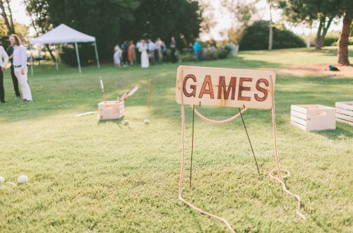 Fun things to put on your wedding registry: lawn games!