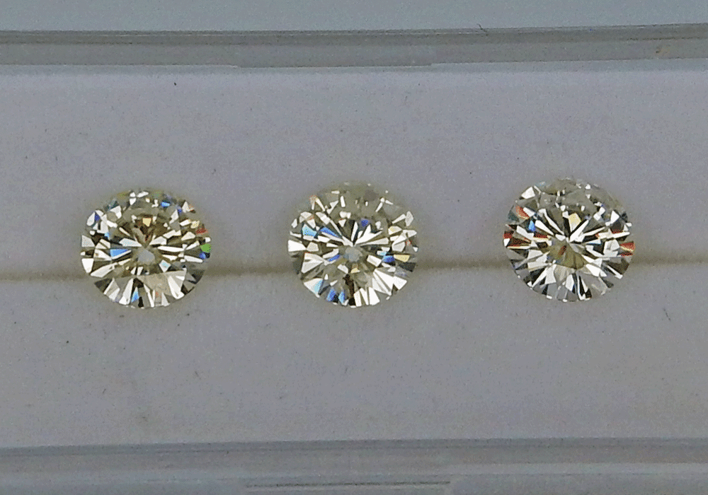 Comparison between different moissanite stone types and qualities