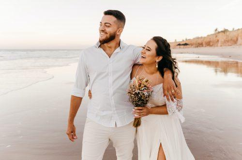 Couple elopes on the beach